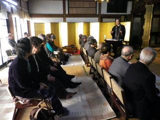 五組門徒会報恩講 ご講師の五辻信行 大阪教務所長です。